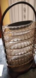 Cadeira para manucire e porta esmaltes