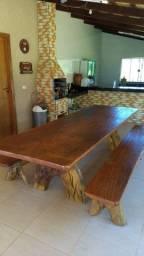 Mesas rústicas e semi