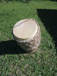 Tambor artesanal em madeira de agave