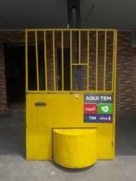 Vendo uma porta para distribuidora