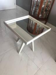 Mesa lateral laqueada com espelho