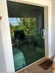 Porta de vidro de correr. 1.55 cm larg x 2.16 cm Alt.