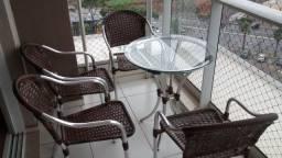 Mesa com cadeiras de varanda