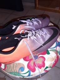 Chuteira Nike - Conservada