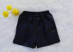Shorts couro e bolso