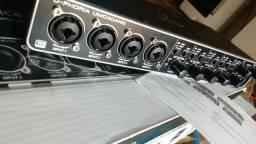 Interface de Audio Behringer Umc404HD