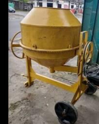 Vendo duas betoneira 400 litros