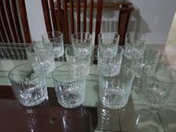 Conjunto de copos de whisky e balde de gelo