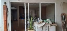 Porta de alumínio e vidro laminado
