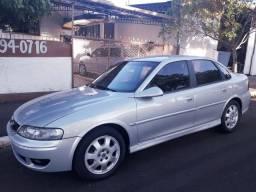 Compro Vectra ou Astra sedan, anos 2002 a 2006