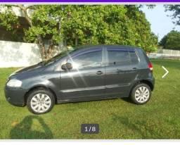Um carro Fox 1.0 2005