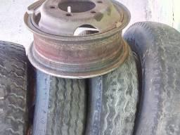 Vendo 4 pneus aro 750/16.valor 1100