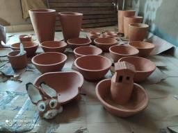 Vasos de barro, cuias, bacias, fontes é Na Ari's Floricultura