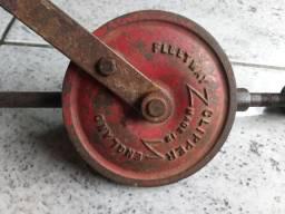 Antiga furadeira manual  made in England decoração ferramenta antiga