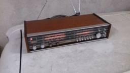 Rádio antigo em ótimo Estado