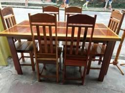 Vendo uma mesa de 6 cadeira nova