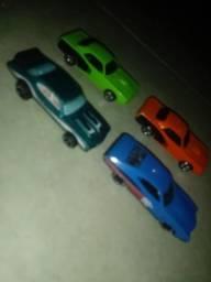 Vendo 4 carros da Hot wheels