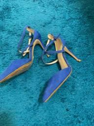 Vende-se dois pares de sapatos seminovos