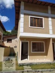 Casa duplex, 2 quartos, sala, lavabo, banheiro social, cozinha, área de serviço, pequeno q