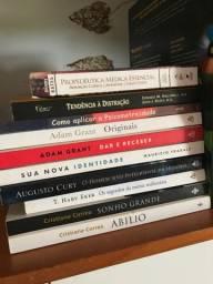 Vendo livros 30 reais cada
