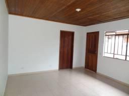 Casa em Alvenaria 2 quartos, Campo Pequeno.