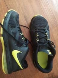 Tênis Nike Max air. Tamanho 42, mas veste 41.