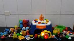 Lot 31 brinquedos de bebê (tudo por 100 reais)