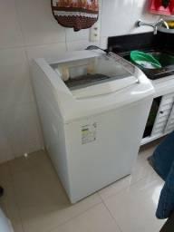 Máquina de lavar roupas Brastemp.