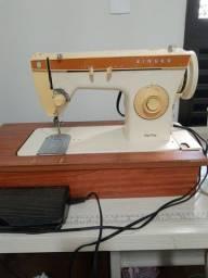 Máquina de costura motorizada