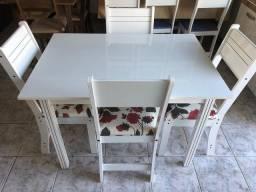 Mesa com 4 cadeiras- Entregamos