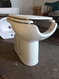 Vaso sanitário com assento para PNE