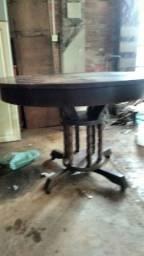 Vende-se mesa redonda de madeira