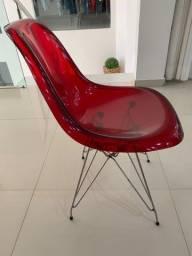Cadeiras na cor vermelha