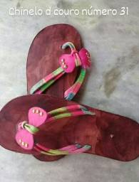 Sandálias d couro