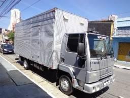 Caminhão Ford Cargo 712 Baú