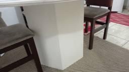 Mesa em madeira maciça, redonda para 8 cadeiras