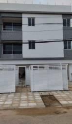 Apartamento térreo de dois quartos com área externa