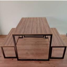 Mesas com bancos para 4  lugares.