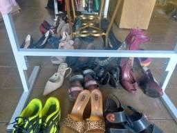 Lote de roupas calçados bolsas e cintos 35 peças r$ 10