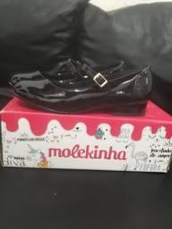 Vense-se par de sandálias Molekinha