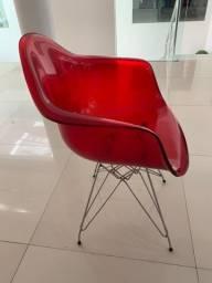 Cadeiras com apoio vermelhas