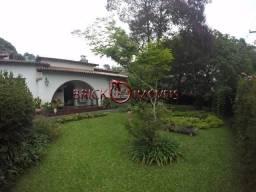 Oportunidade, maravilhosa casa com 8 quartos sendo 4 suítes, Centro Teresópolis RJ