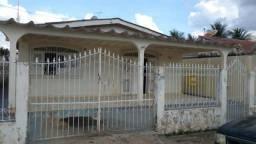Vende-se casa na Isaura Parente, 7 minutos de carro ao centro!