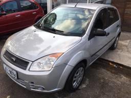 Vendo ou troco Ford fiesta , ano 2011, completo 1.0 flex , impecável, financio