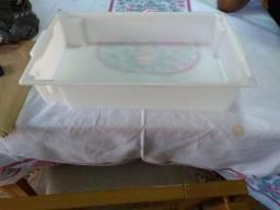 Caixa plástica de polietileno