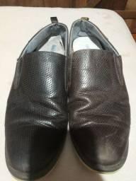 Sapato com marcas de uso 20 reais pra vim busca