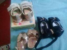 Sandalinha e tênis . sapatinho e tiara.