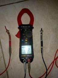 Amperímetro digital (alicate de tensão)