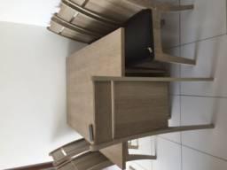 Mesa retangular com seis cadeiras