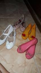 Lote de calçados tamanho 32/33